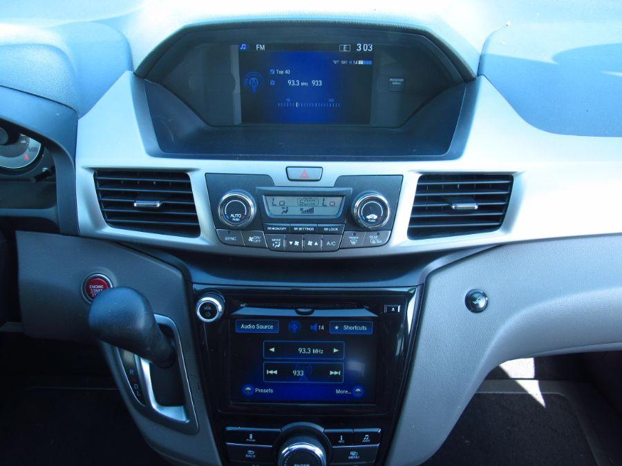 Silver Honda Odyssey image number 12