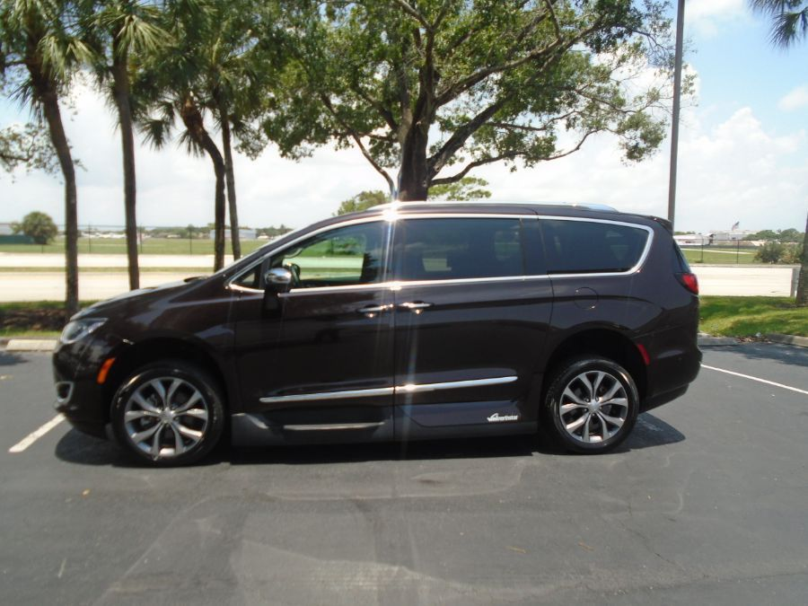 Brown Chrysler Pacifica image number 5
