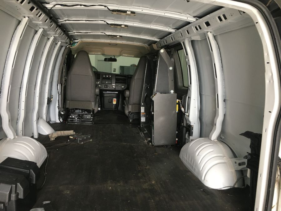 White GMC Savana Cargo image number 6