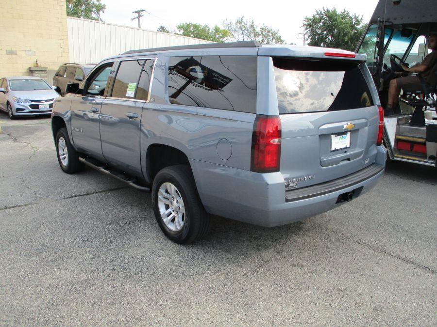 Gray Chevrolet Suburban image number 4