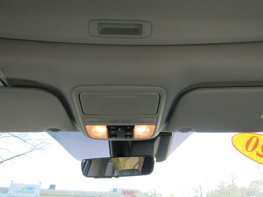 Gray Honda Odyssey image number 15