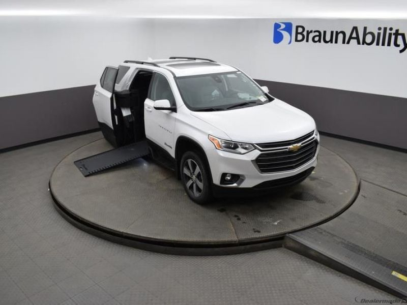 White Chevrolet Traverse image number 23