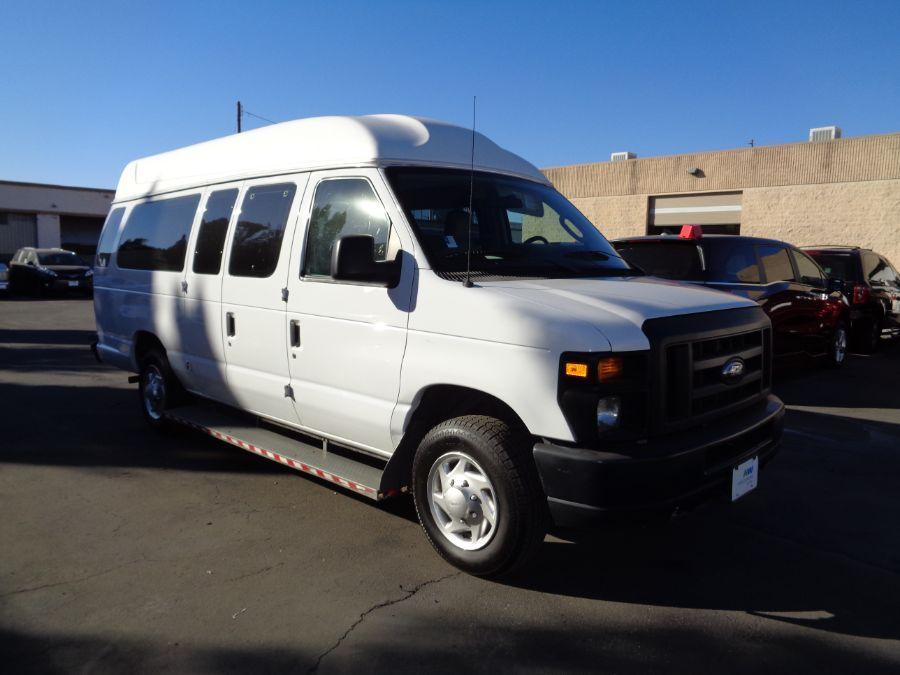 White Ford E-Series Cargo with N/A N/A N/A ramp