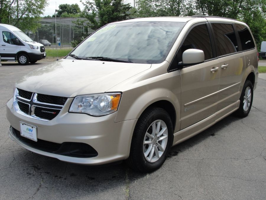Brown Dodge Grand Caravan image number 3