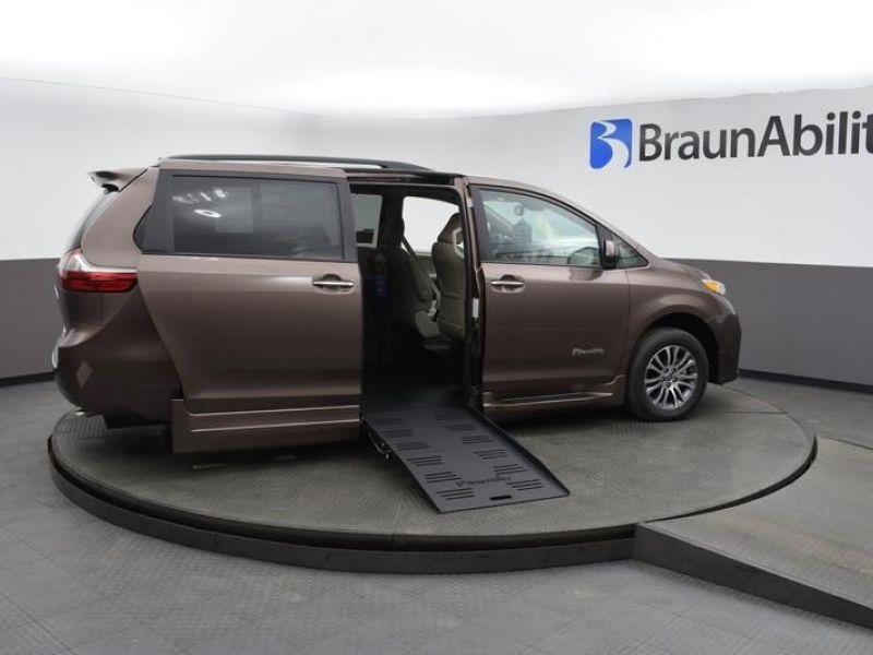 Brown Toyota Sienna image number 6