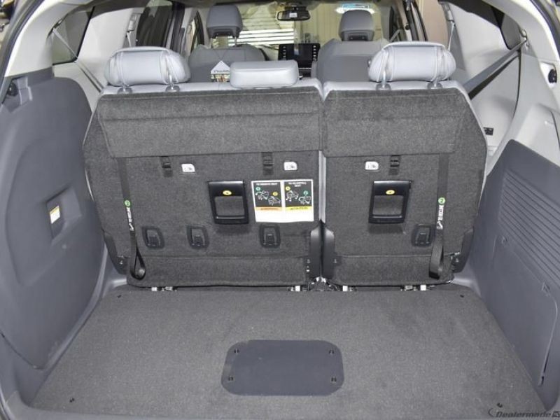 Gray Toyota Sienna image number 19