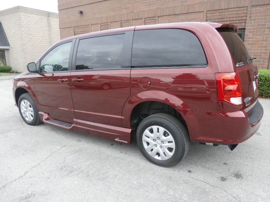 Red Dodge Grand Caravan image number 39