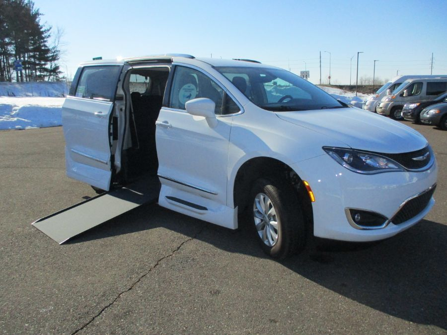 White Chrysler Pacifica image number 0