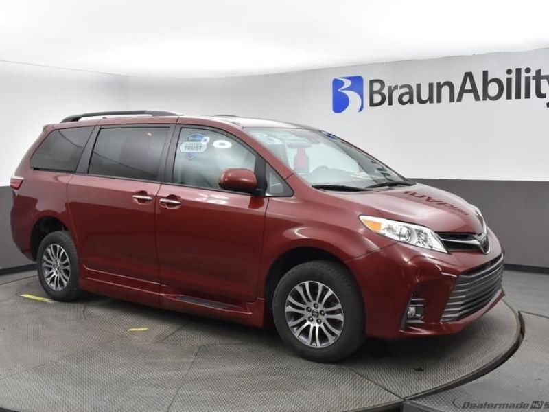 Red Toyota Sienna image number 15