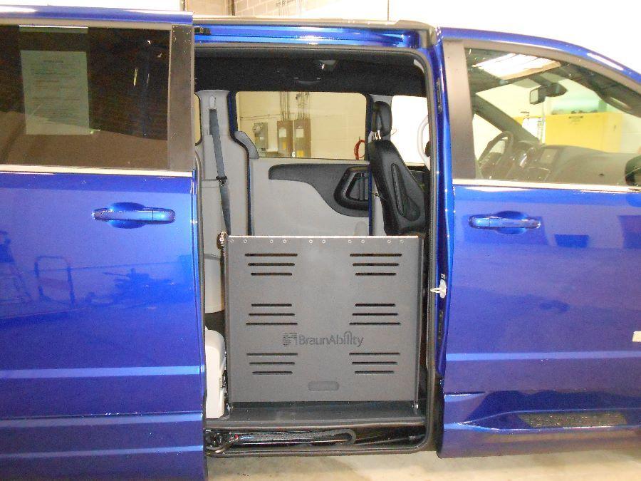 Blue Dodge Grand Caravan image number 20