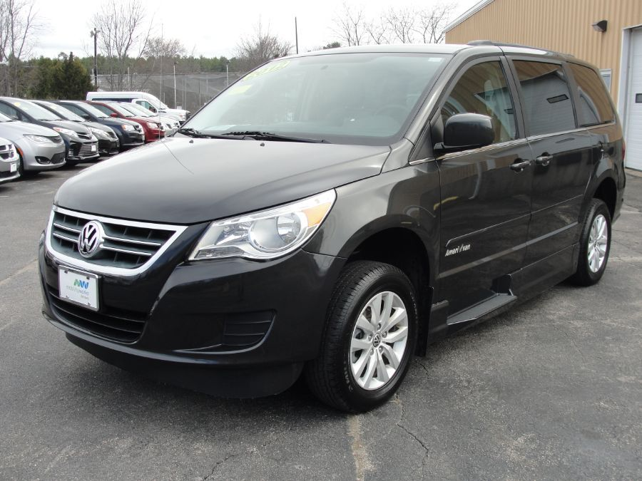 Gray Volkswagen Routan image number 3