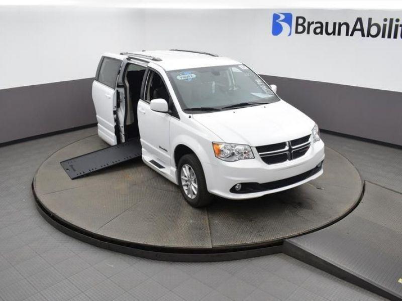 White Dodge Grand Caravan image number 26