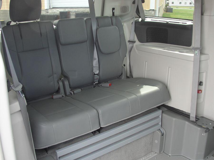 Gray Volkswagen Routan image number 15