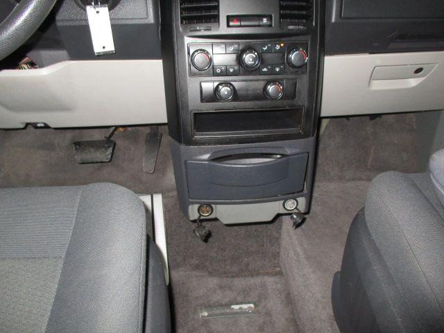 Silver Dodge Grand Caravan image number 21