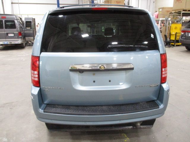 Chrysler Town and Country image number 5