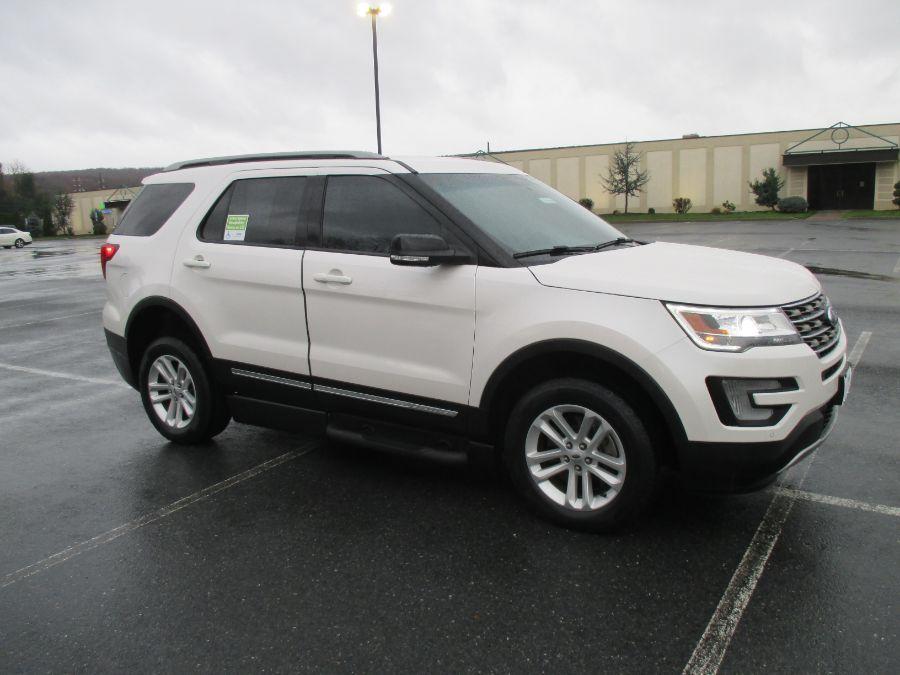 White Ford Explorer image number 9