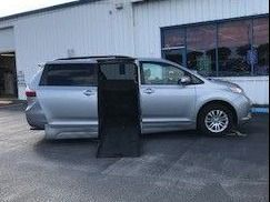 Toyota Sienna image number 7