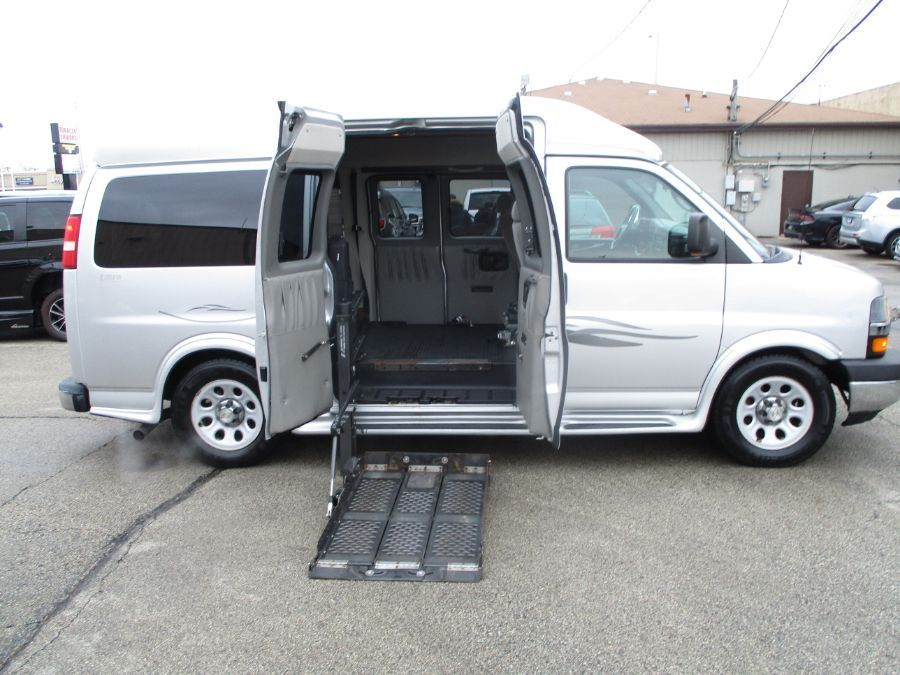 Silver Chevrolet Express Cargo image number 3