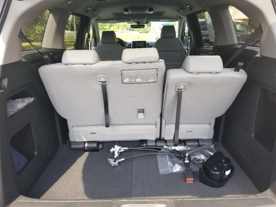 Gray Honda Odyssey image number 18
