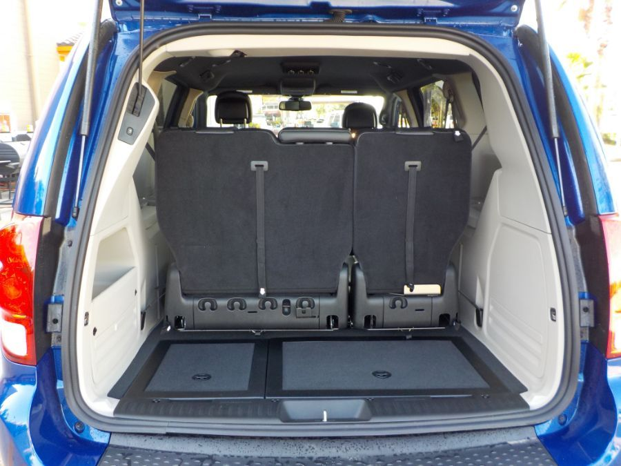Blue Dodge Grand Caravan image number 19