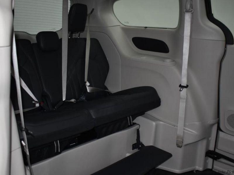 Black Chrysler Pacifica image number 8