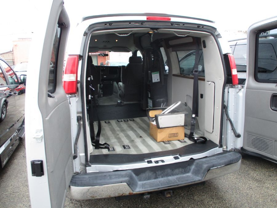 Silver Chevrolet Express Cargo image number 27