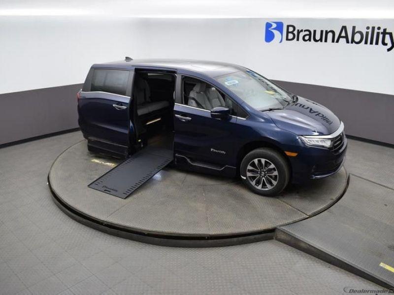 Blue Honda Odyssey image number 19