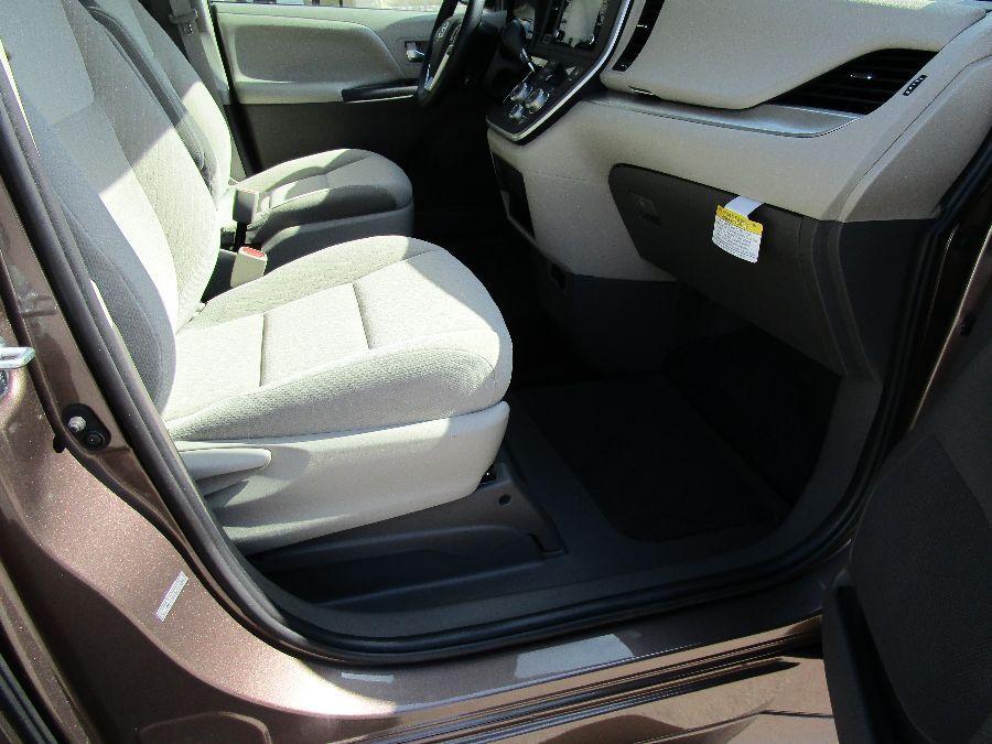 Brown Toyota Sienna image number 16