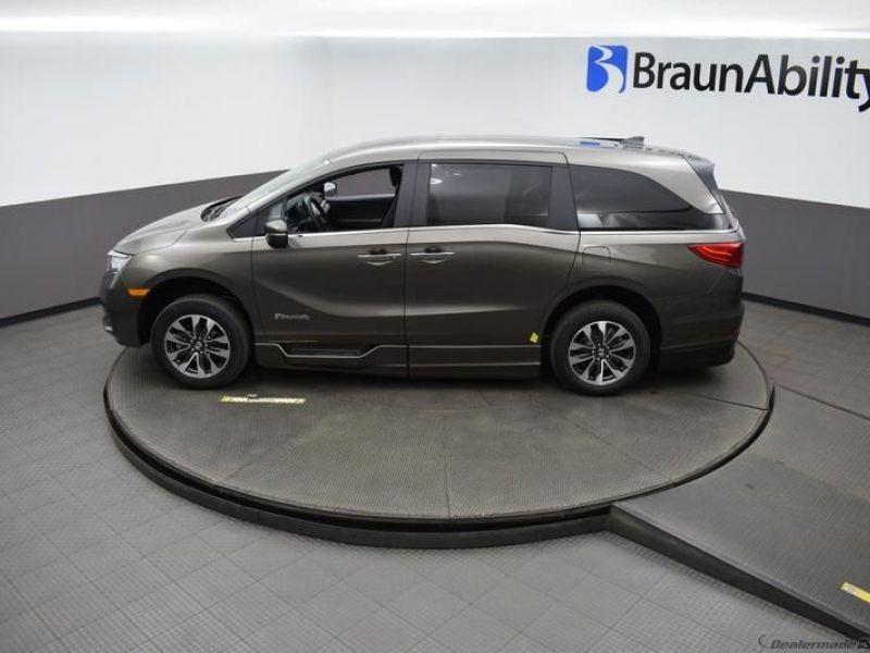 Gray Honda Odyssey image number 22