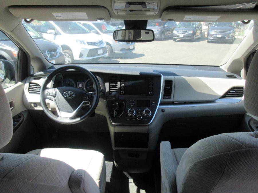 Brown Toyota Sienna image number 9