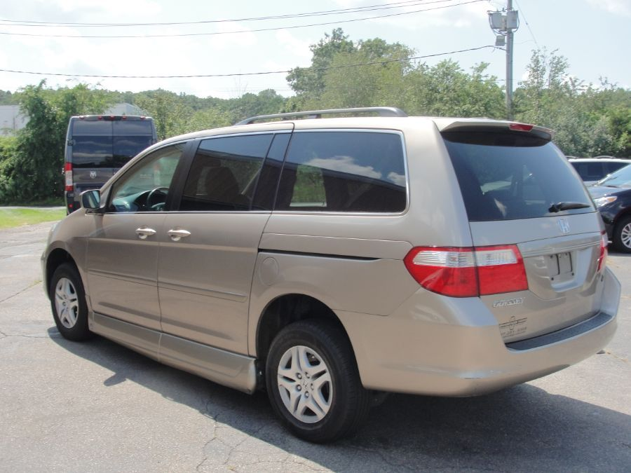 Gold Honda Odyssey image number 5