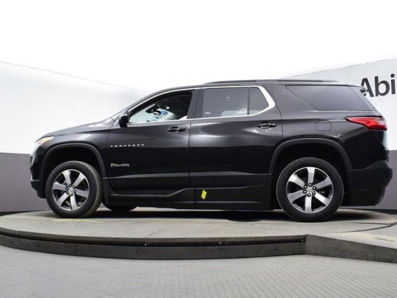 Black Chevrolet Traverse image number 17