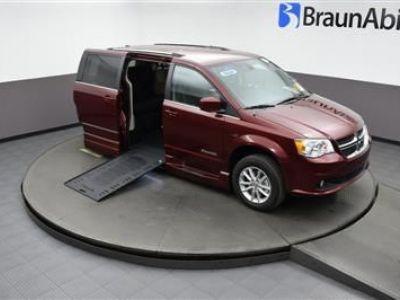 Red Dodge Grand Caravan image number 20