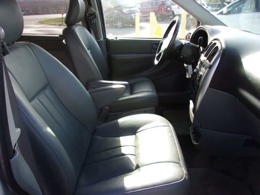Silver Chrysler Town and Country image number 13