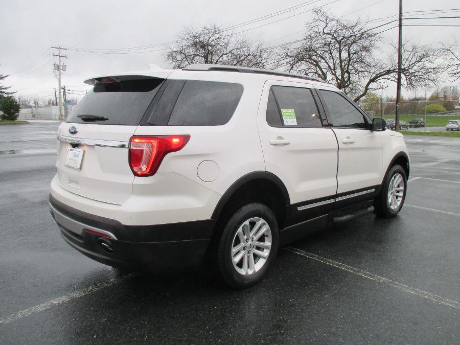 White Ford Explorer image number 7