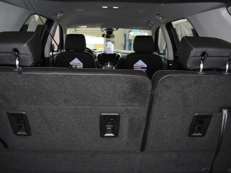Black Chevrolet Traverse image number 10