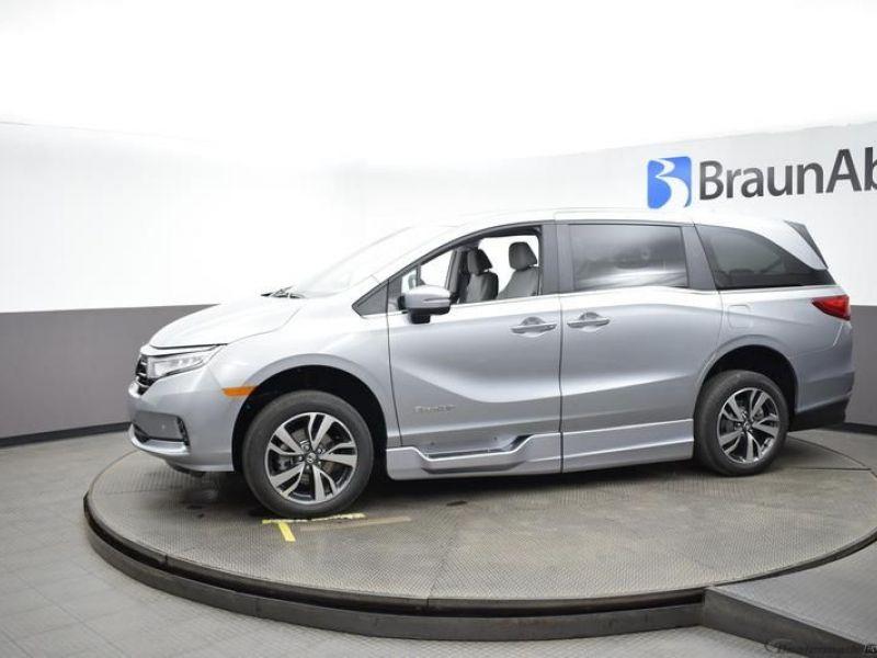 Silver Honda Odyssey image number 3