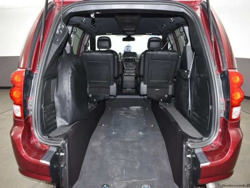 Red Dodge Grand Caravan image number 21