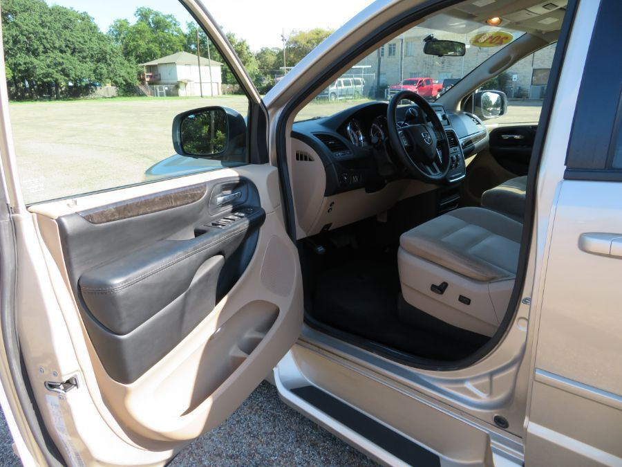 Brown Dodge Grand Caravan image number 1