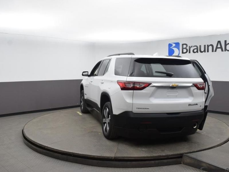 White Chevrolet Traverse image number 5