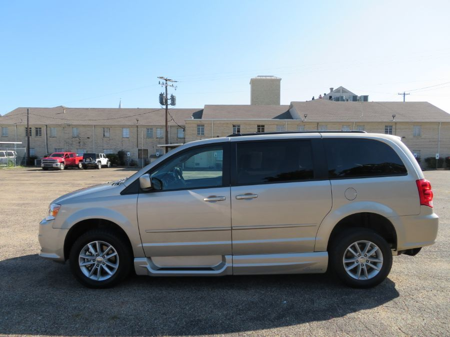 Brown Dodge Grand Caravan image number 9