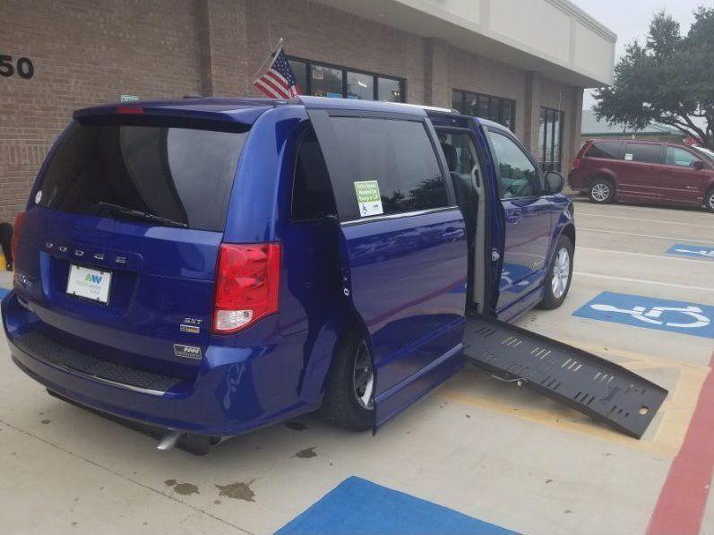 Blue Dodge Grand Caravan image number 26