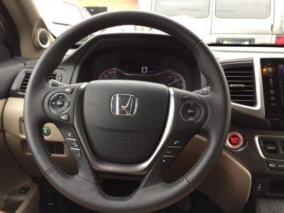 White Honda Pilot image number 9
