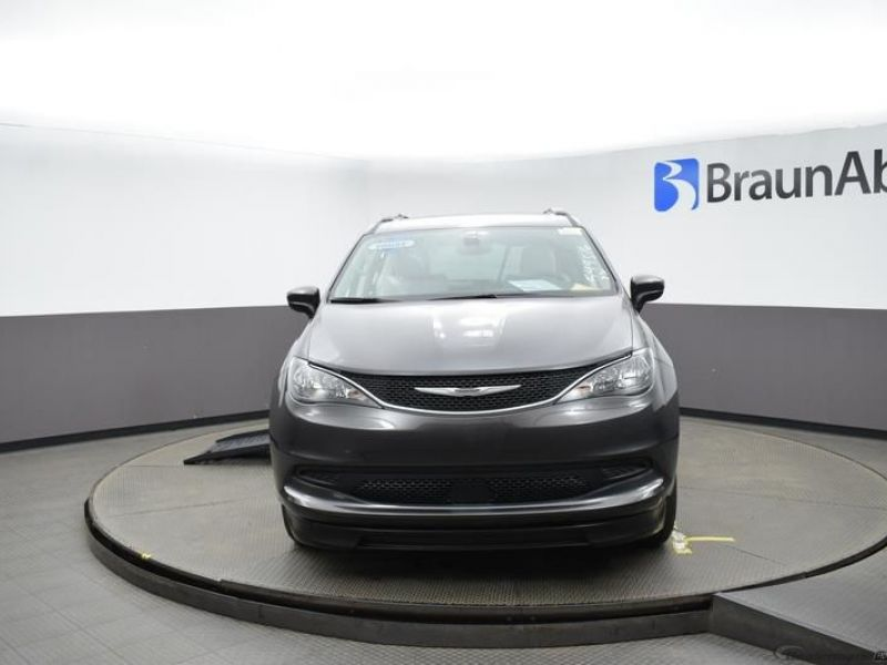 Gray Chrysler Voyager image number 2