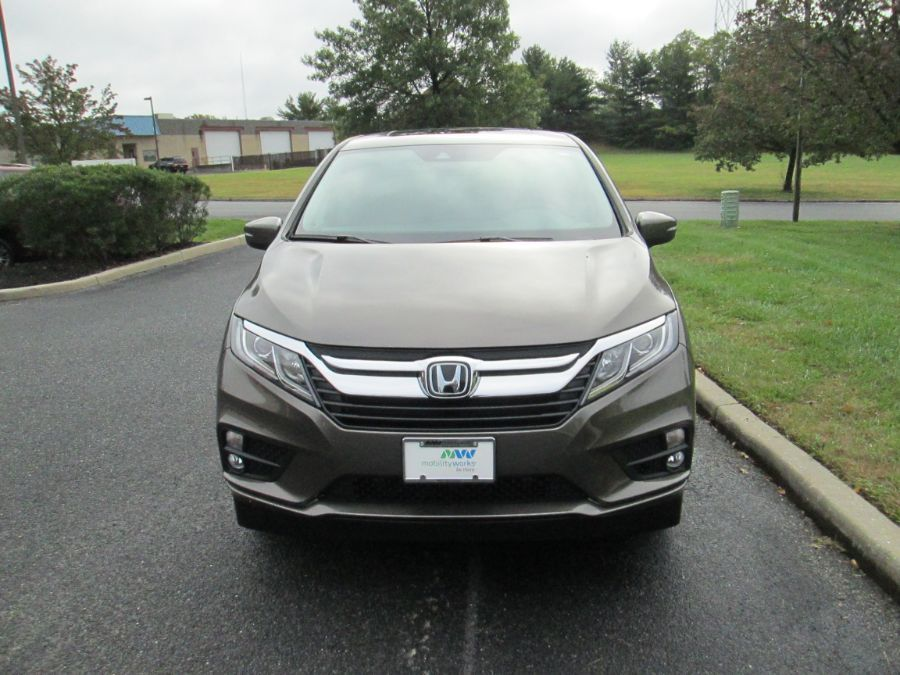 Gray Honda Odyssey image number 16