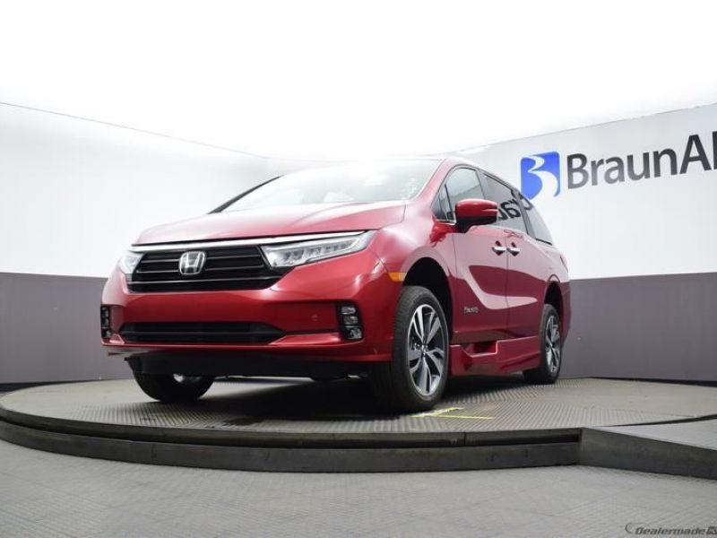 Red Honda Odyssey image number 16