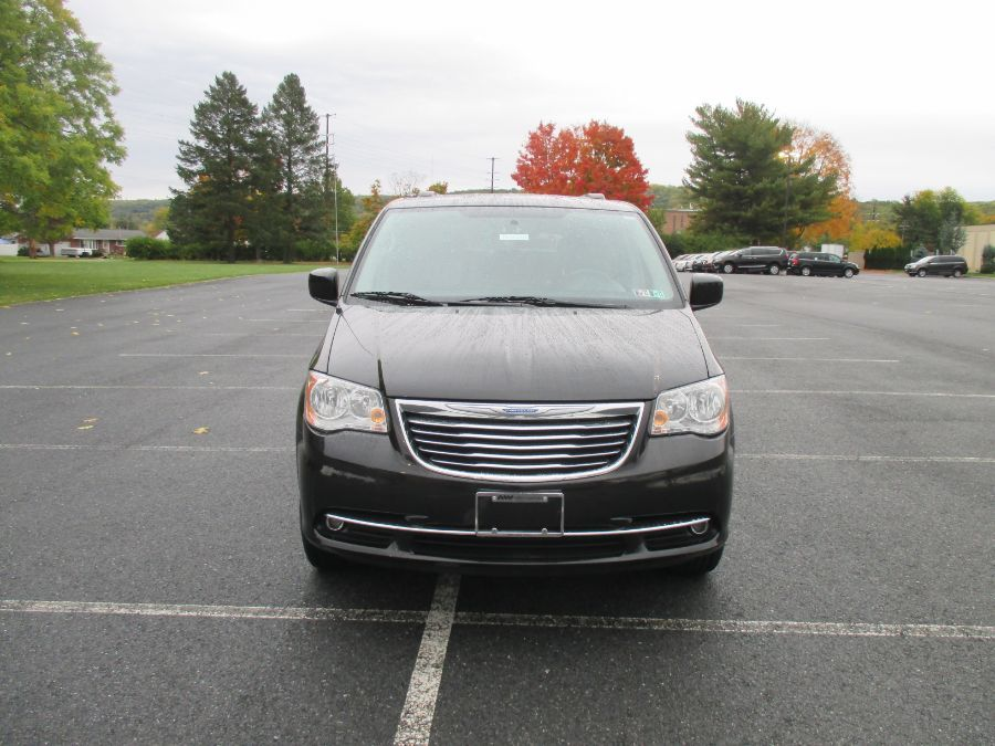 Black Chrysler Town and Country image number 0