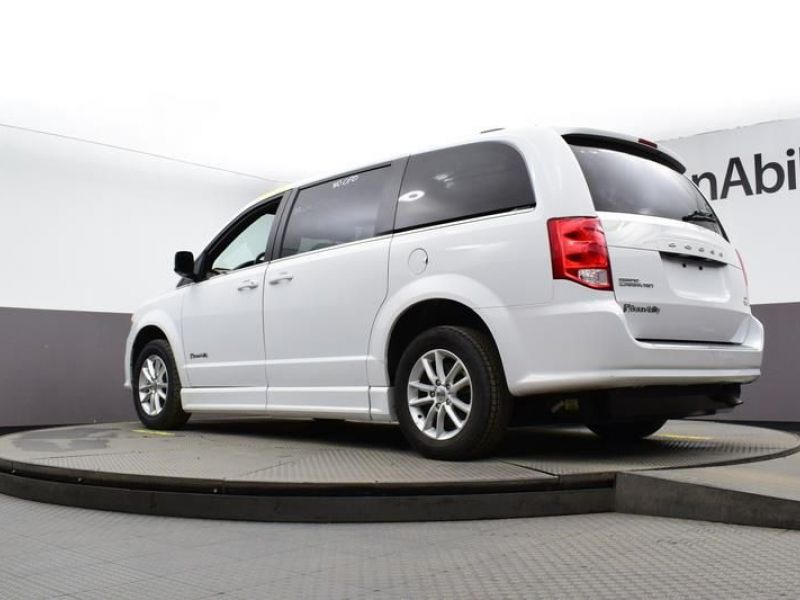 White Dodge Grand Caravan image number 21