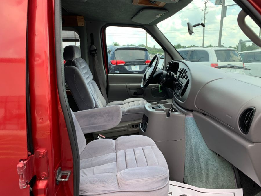 Ford E-150 image number 9