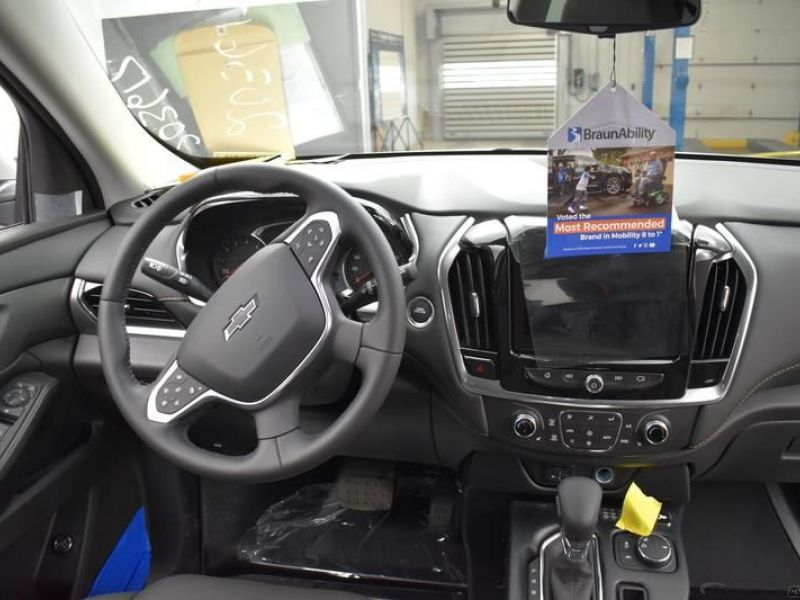 Silver Chevrolet Traverse image number 10